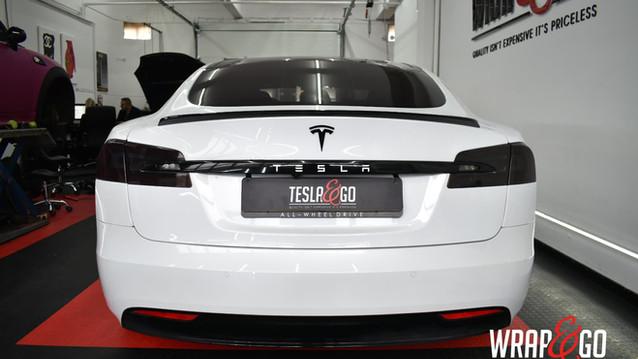 Tesla Model S Chrome delete, lampen tint