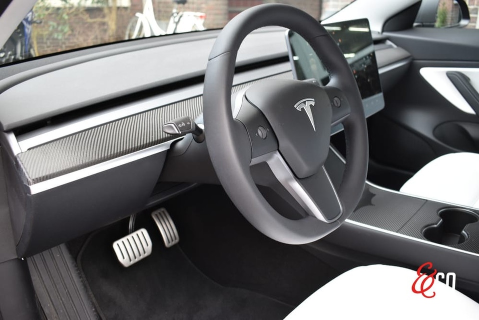Tesla Model 3 Carbon Interieur
