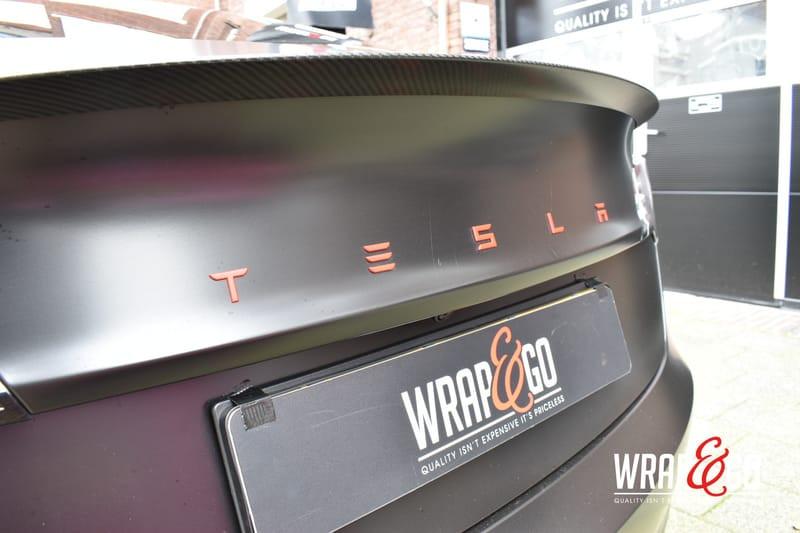 Tesla Model 3 Letter Rood