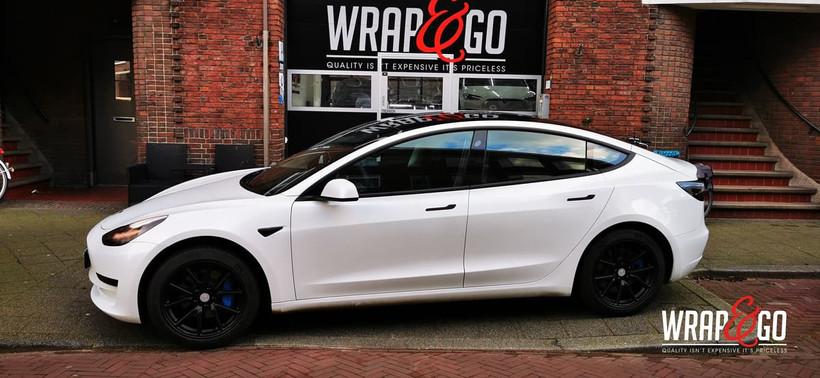 Tesla Model 3 Blauwe Remklauwen Spuiten,