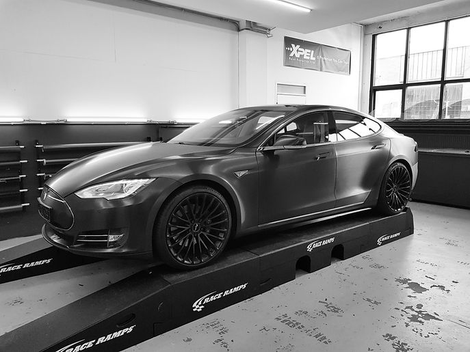 Carwrap Tesla Model S Brushed Black Autowrap