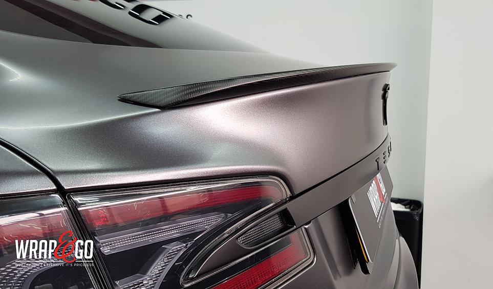 Tesla Mode S 3M Satin Dark Grey, carbon spoiler