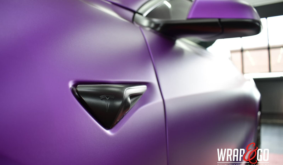 Tesla Model 3 Carwrap Satin Chrome Purple Knipperlichte