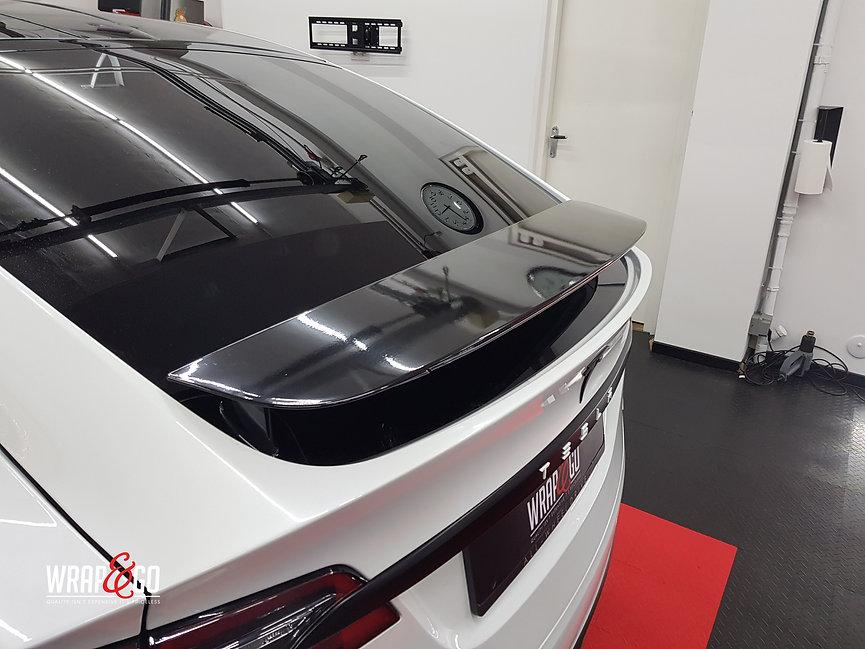 Tesla Model X Wit Chrome Satin Black Spoiler