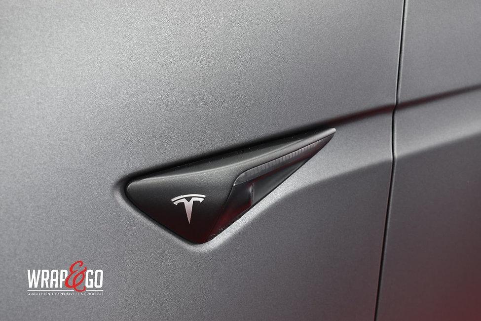 Tesla-modelx-3m-matte-dark-grey-autowrap-knipperlicht