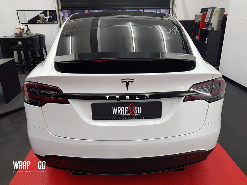 Tesla Model X Wit Chrome Satin Black