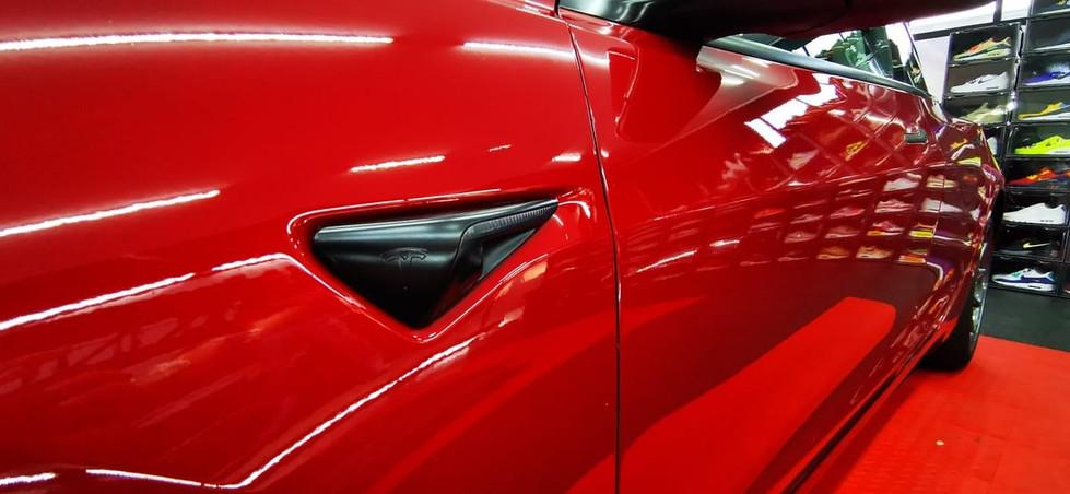 Tesla Model 3 Rood Chrome Delete Satin B