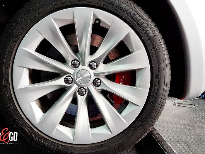 Carwrap Tesla Model S 3M Matte Silver WrapAndGo wheel