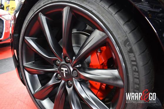 Tesla Remklauwen Rood Velgen Zwart Alloy