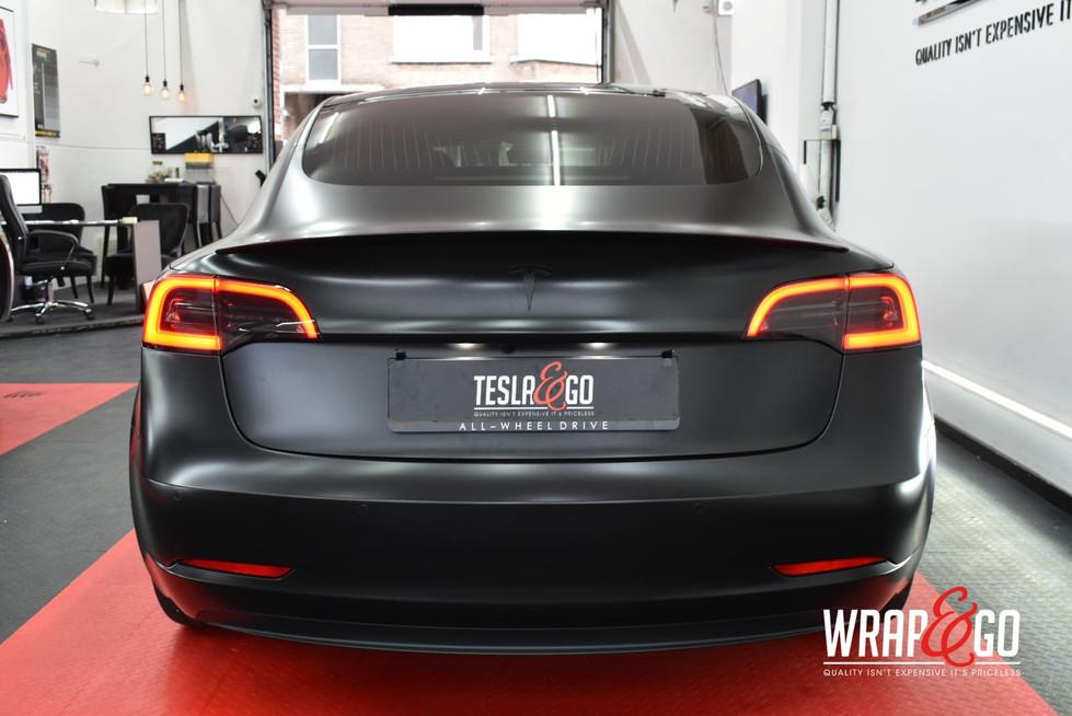 Tesla Model 3 All Satin Black Lampen tin
