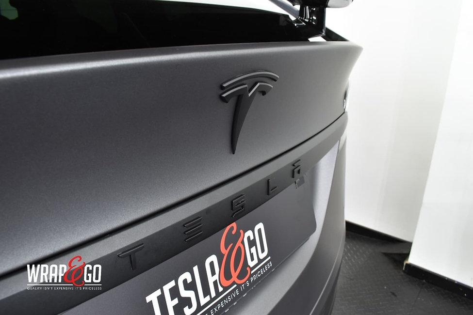 Tesla-modelx-3m-matte-dark-grey-autowrap-logo