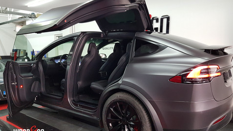 Tesla Model X Satin Dark Grey Carwrapping