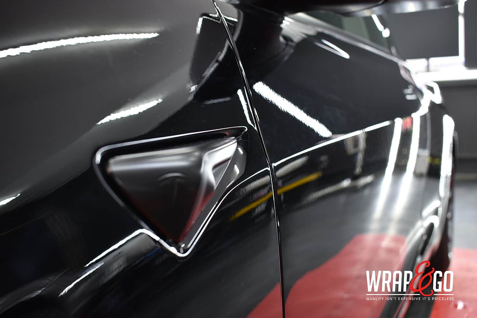 tesla-model3-chrome-delete-satin-black-knipperlichten