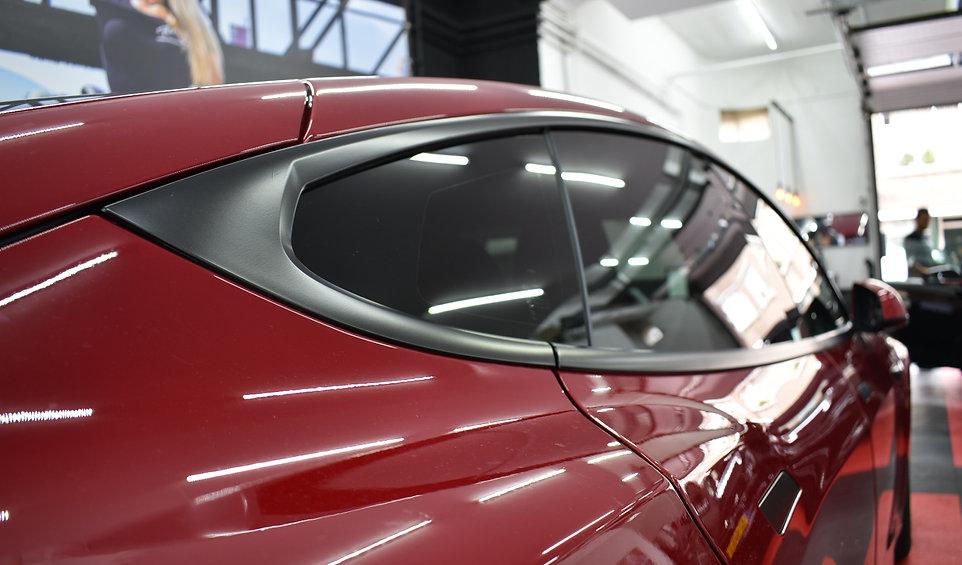 Tesla Model S Carwrap Satin Black Raamlijsten