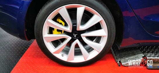 Tesla Model 3 Gele Remklauwen