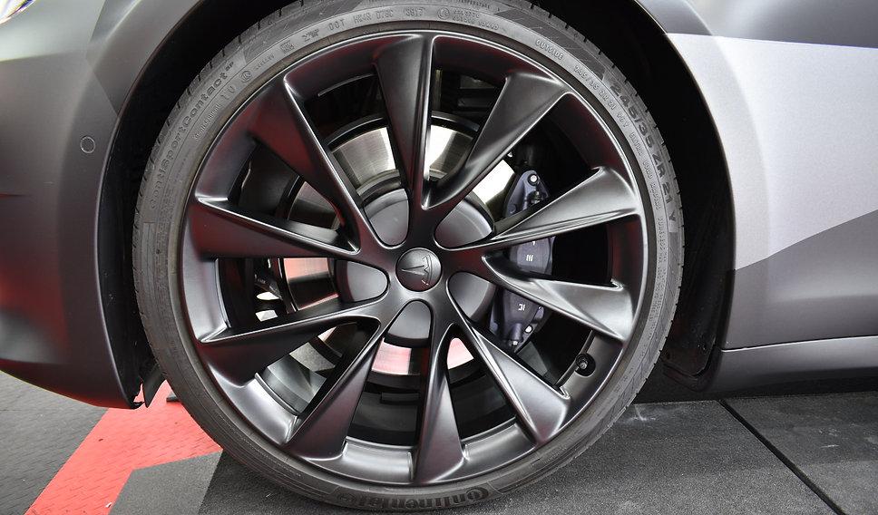 Carwrap Tesla Model S 3M Matte Silver WrapAndGo front