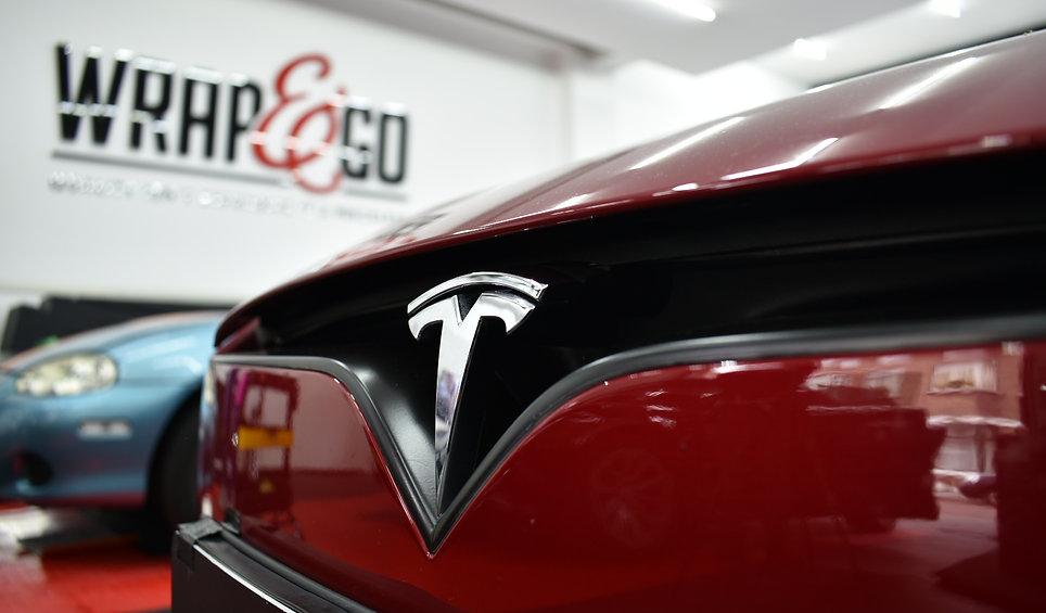Tesla Model S Carwrap Satin Black Logo