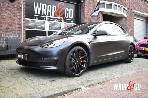 Tesla Model 3 Carbon Chrome Delete, Satin Black Wrap