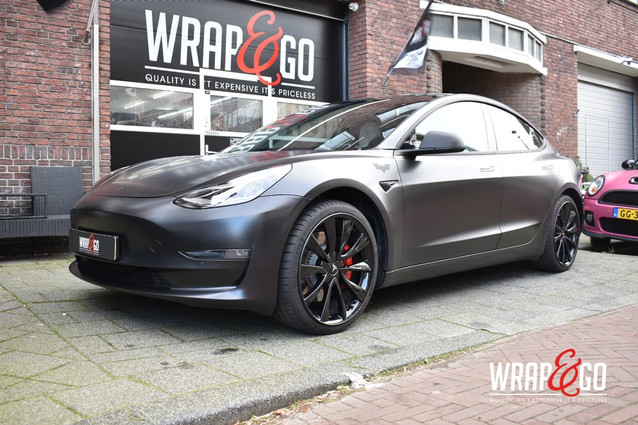 Tesla Model 3 Carbon Chrome Delete, Satin Black Wrap