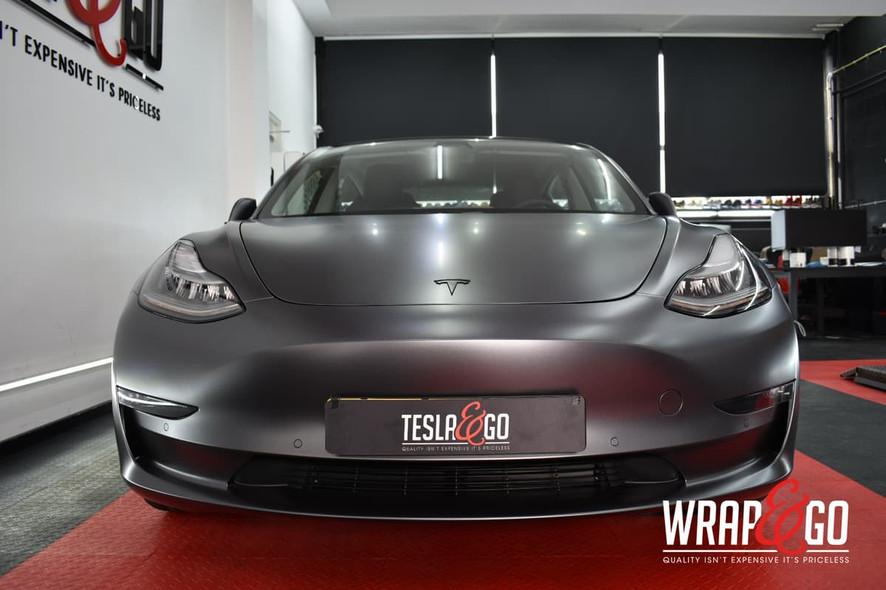Tesla Model 3 Satin Dark Grey Auto Wrap Voorkant