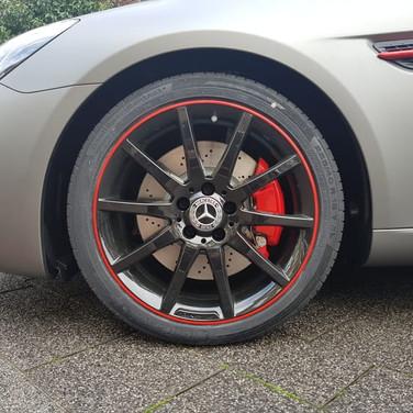 Remklauwen spuiten rood Mercedes