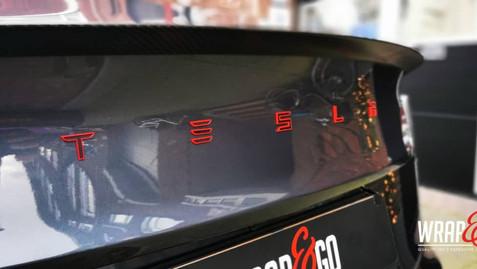 Tesla Model 3 Letters Rood Zwart