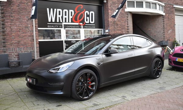 Tesla Model 3 3M Satin Black Wrap Carbon