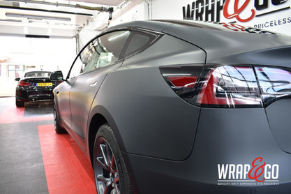 Tesla Model 3 3M Matte Black Carwrap zij