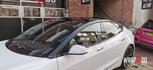 Tesla Model 3 Ontchromen en dakbogen Gla
