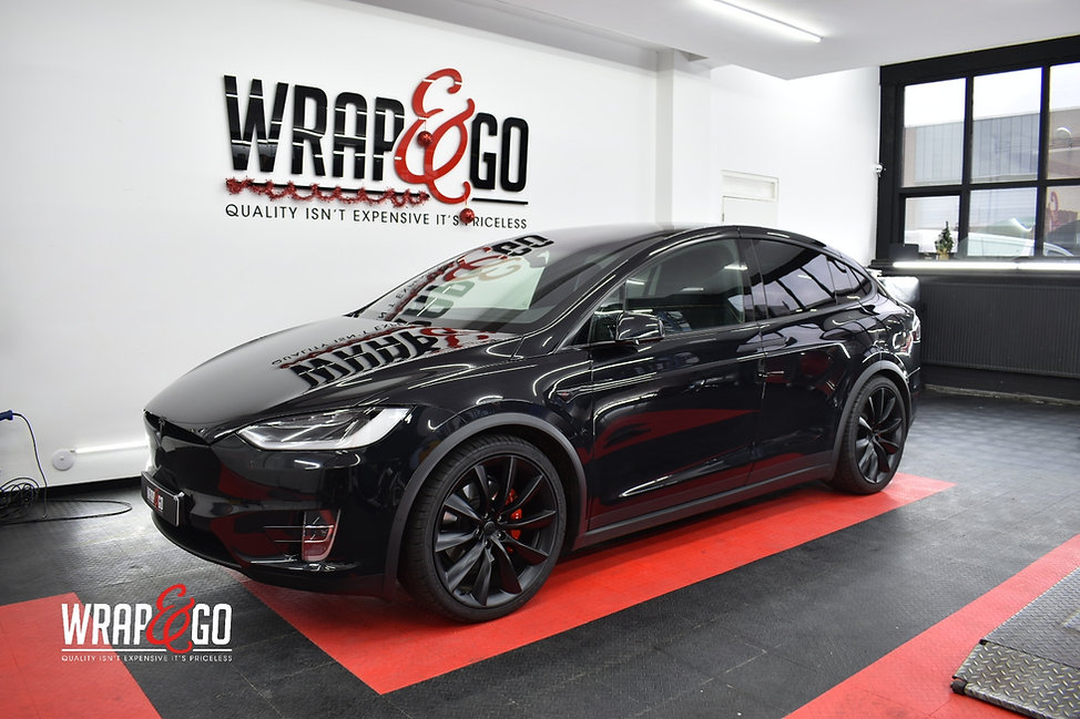 Tesla X Chrome Wrappen Zwart