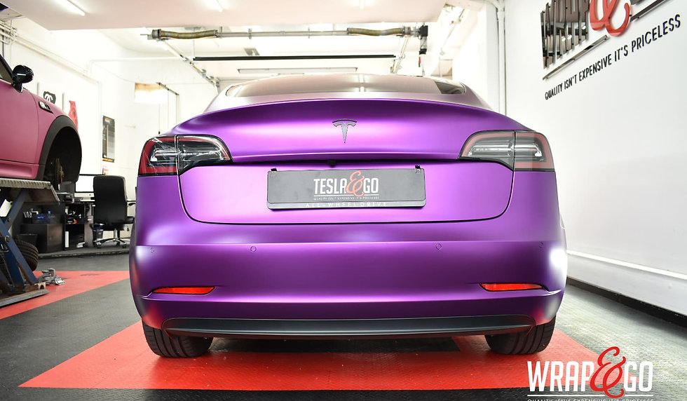 Tesla Model 3 Carwrap Satin Chrome Purple Achterkant