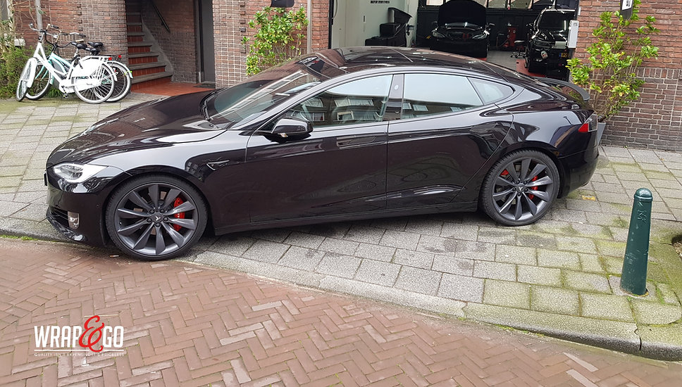 Tesla Model S Remklauwen spuiten