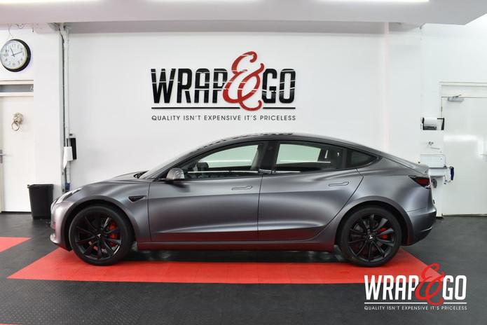 Tesla Model 3 Satin Dark Grey Auto Wrap Zijkant