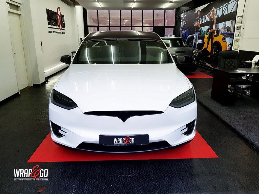 Tesla Model X Wit Chrome Satin Black Voorkant