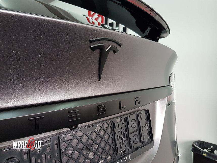 Tesla Model X Satin Dark Grey Carwrapping Logo