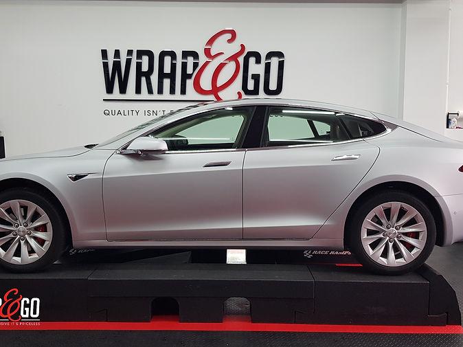 Carwrap Tesla Model S 3M Matte Silver WrapAndGo side