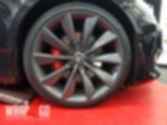 Carwrap Tesla Model S Remklauwen Spuiten