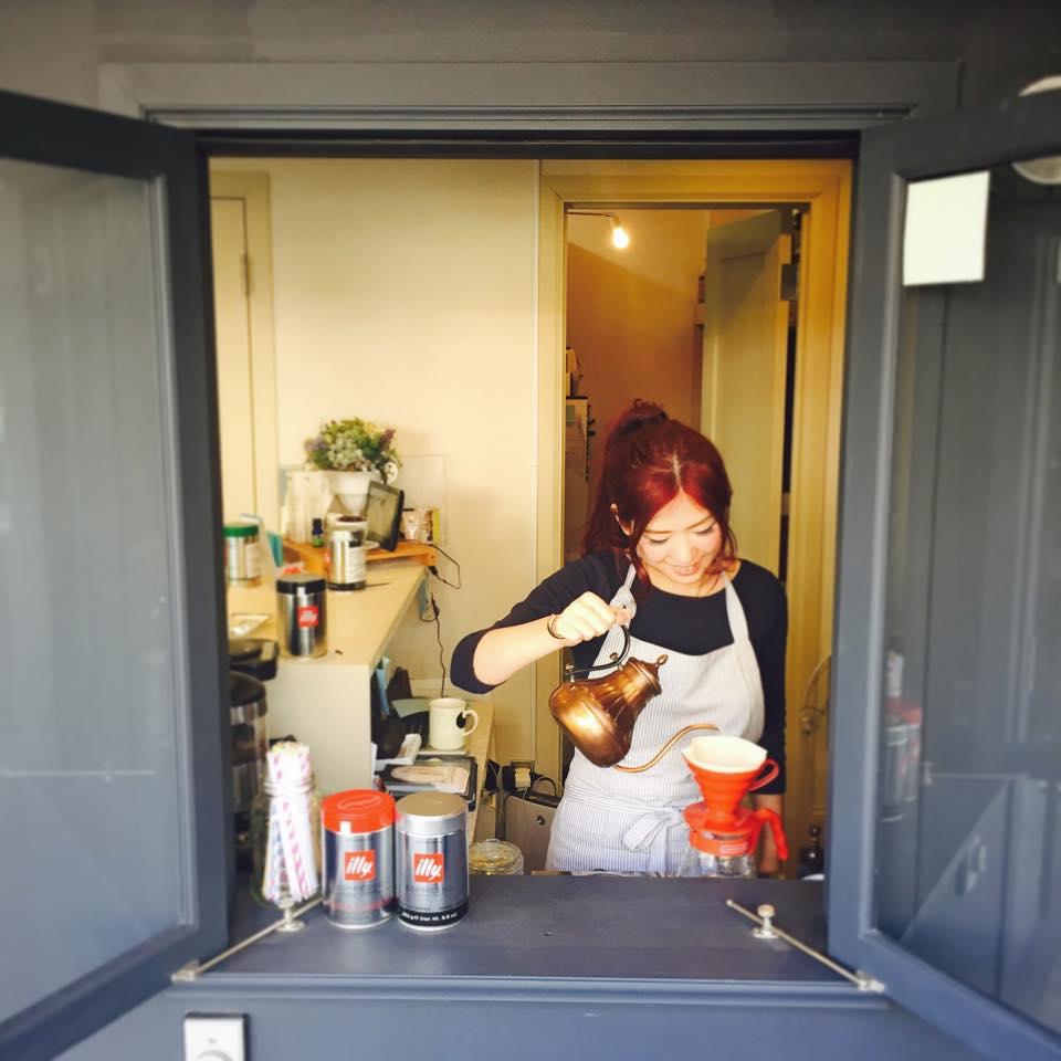 カフェ3マットではオーガニック&ノンカフェインのドリンクを多数取り揃えています。スムージーは美と健康のためのスムージーライフを提案しています!