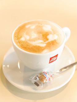 カフェ2illyの豆を使用しています。イタリア本場の味をお楽しみください