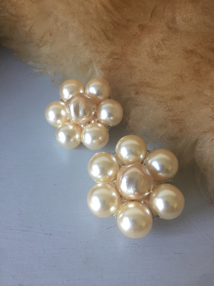 80s Large Pearl Cluster Clip on Earrings