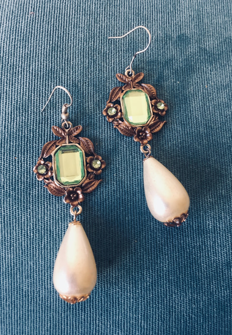 90s Antiqued Goldtone Drop Pearl Earrings with Faceted Lucite Centerpiece for Pierced Ears