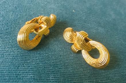 70s Goldtone Door Knocker Style Clip On Earrings