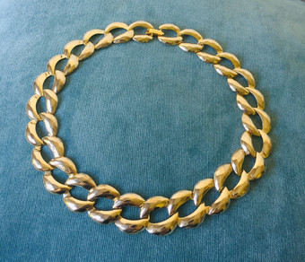 80s Chunky Hammered Goldtone Necklace