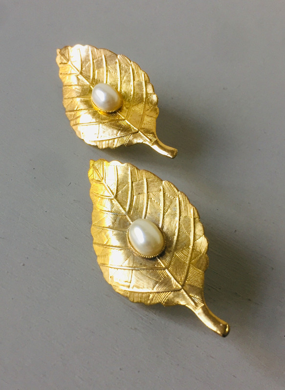 SOLD Vintage Large Pearl and Goldtone Leaf Clip on Earrings