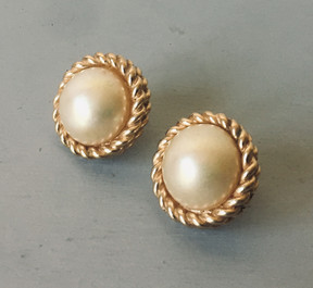 SOLD 80s Pearl with Goldtone Rope Surround