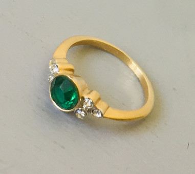 70s Dainty Emerald Green Cocktail Ring