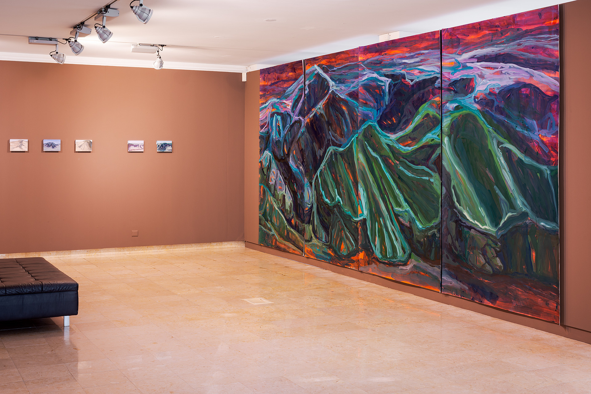 Liquid Sand, acrylic on watercolor paper, 250 x 560 cm. Exhibition view. DMF 2020