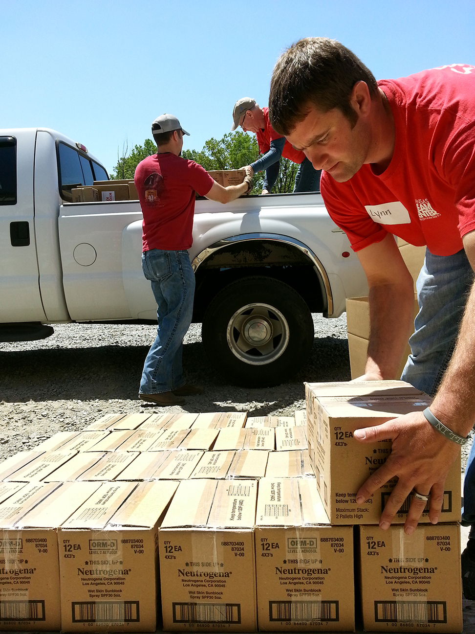 Volunteer unloading truck - Arkansas Tornado