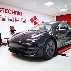 Tesla Model 3 Noir uni // Intérieur Blanc