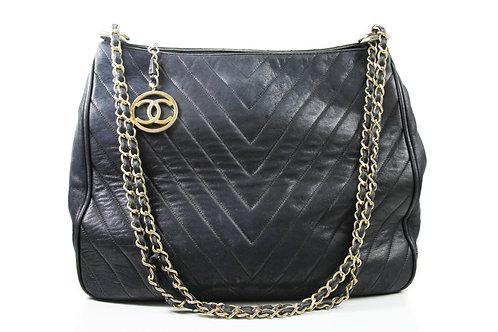 CHANEL Vintage Shoulder Bag in Black Lambskin and Gold Hardware